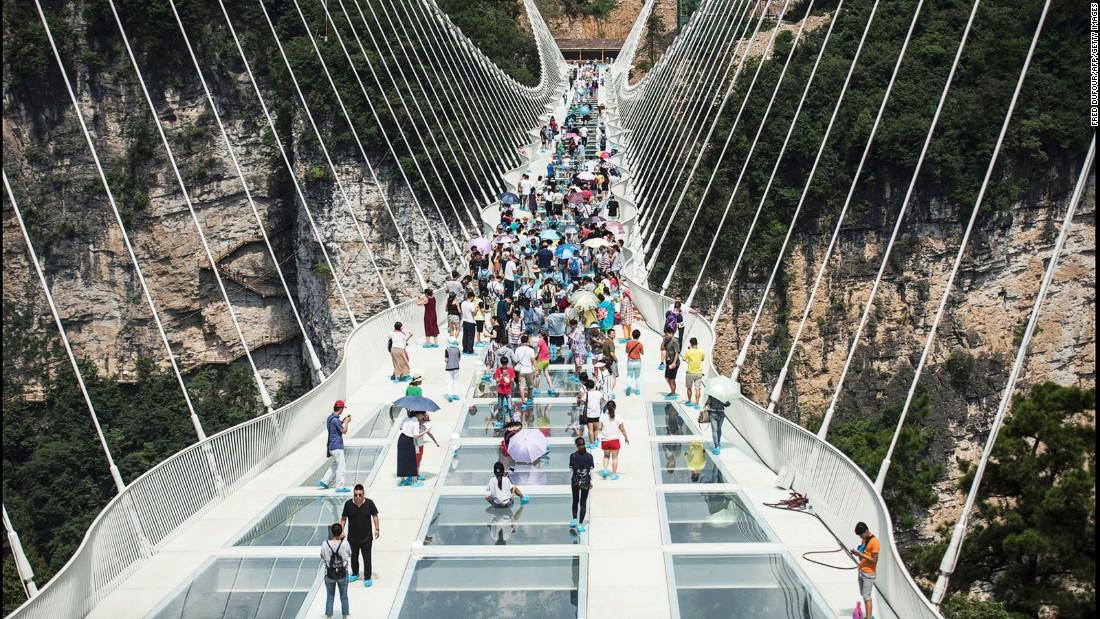 پل ژانگ جیا جی چین طولانی ترین پل شیشه ای جهان