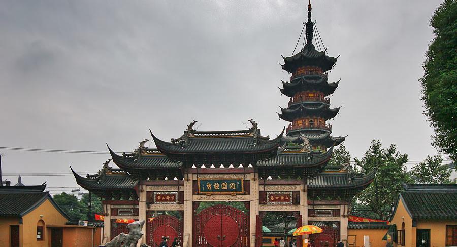 معبد و عبادتگاه لونگ هوا (Longhua Temple and Pagoda)