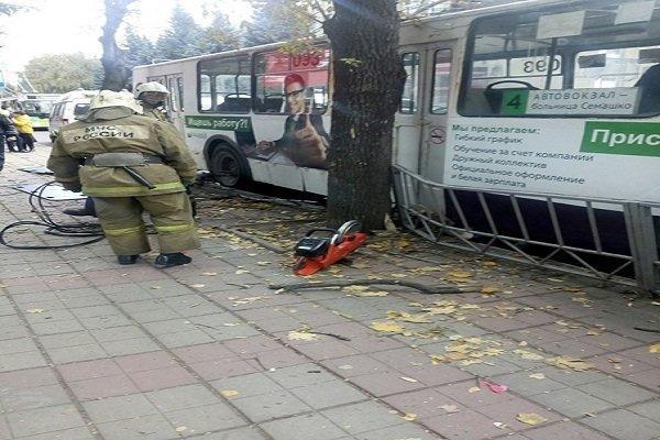 3 کشته در اثر برخورد اتوبوس با ایستگاه در اوریول روسیه
