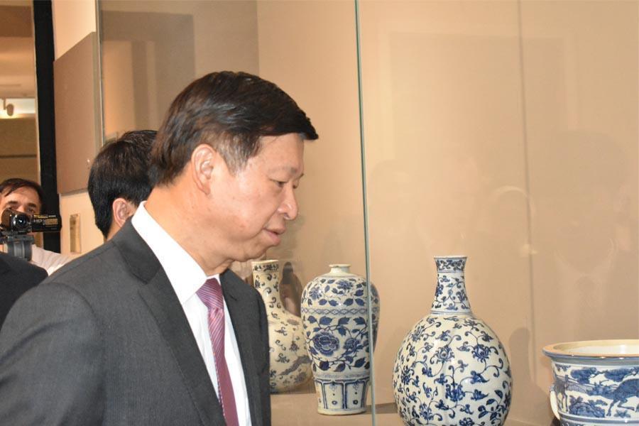 وزیر بین الملل حزب حاکم چین از موزه ملی ایران بازدید کرد