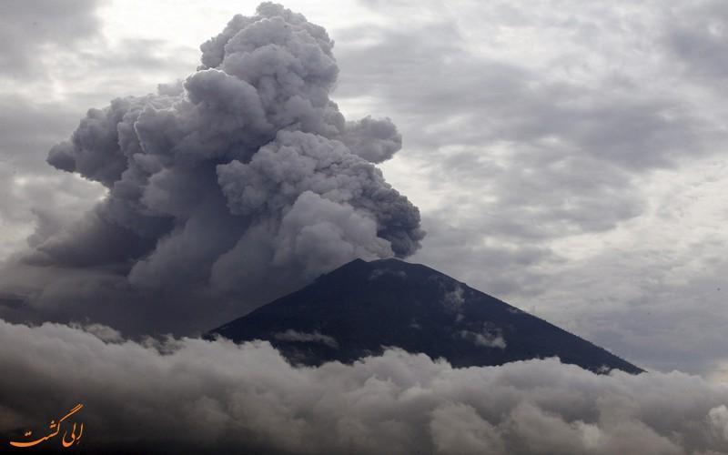 تعطیلی فرودگاه بالی در اثر فوران دوباره آتشفشان
