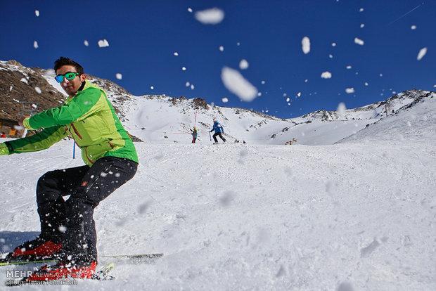 کاهش قیمت بلیت پیست اسکی توچال از 130 به 100 هزار تومان