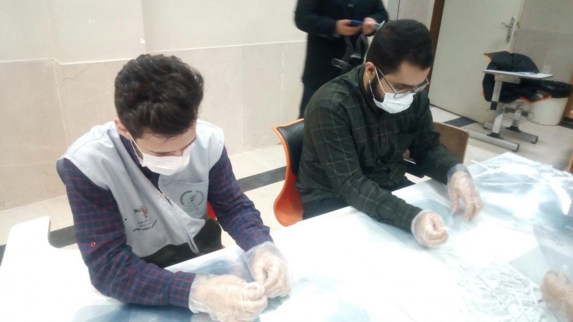 راه اندازی 3 خط فراوری تجهیزات پزشکی با همت 200 دانشجوی بجنوردی ، کرونا را شکست می دهیم