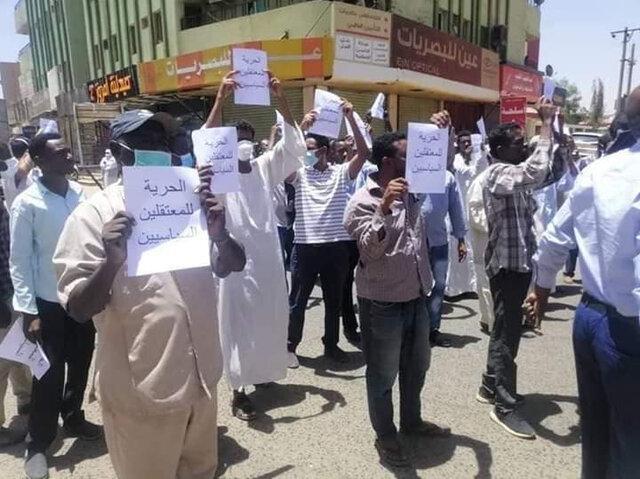 23 تن در اعتراضات سودان دستگیر شدند اعتراض سودانی ها مقابل فرماندهی ارتش
