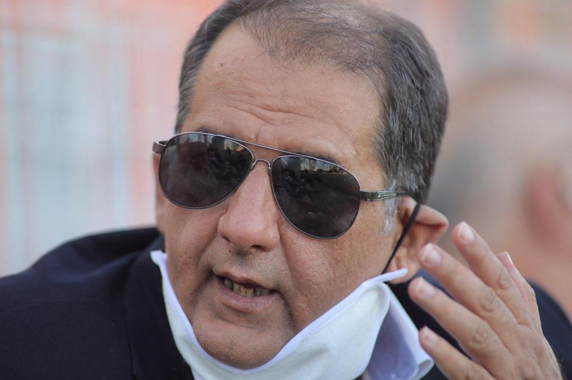 رسول پناه: فوتبال ایران دست چند دلال است ، حاضرم در تلویزیون قراردادهای این فصل و فصل قبل را نشان دهم