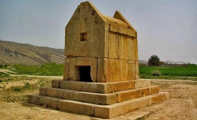 زمین لرزه 4.1 ریشتری در دشتستان ، آثار تاریخی آسیبی ندید