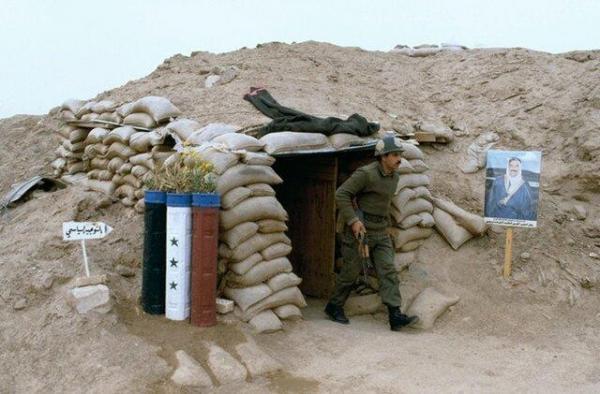 خود زنی سرباز بعثی در جمع اسرای ایرانی