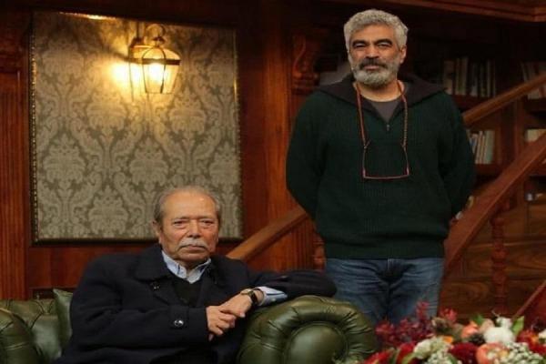 شب نشینی علی نصیریان با کتاب باز ها در شب یلدا