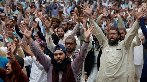انتشار ویدیوهایی از حمایت سربازان پاکستان از معترضان ضد فرانسه