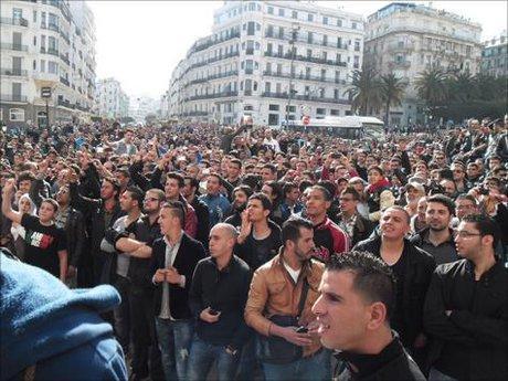 راهپیمایی معترضان الجزایر در نخستین آدینه ماه رمضان