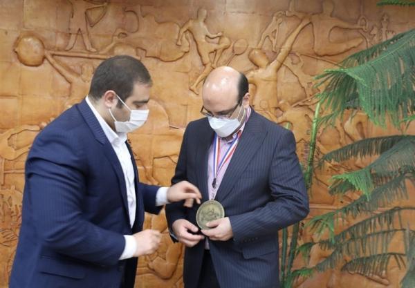 اهدای مدال افتخار IFBB به معاون وزیر ورزش، علی نژاد: میزبانی از مسابقات جهانی 2023 اتفاقی عظیم است