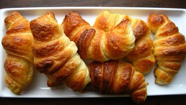 طرز تهیه نان کروسان به 2 روش